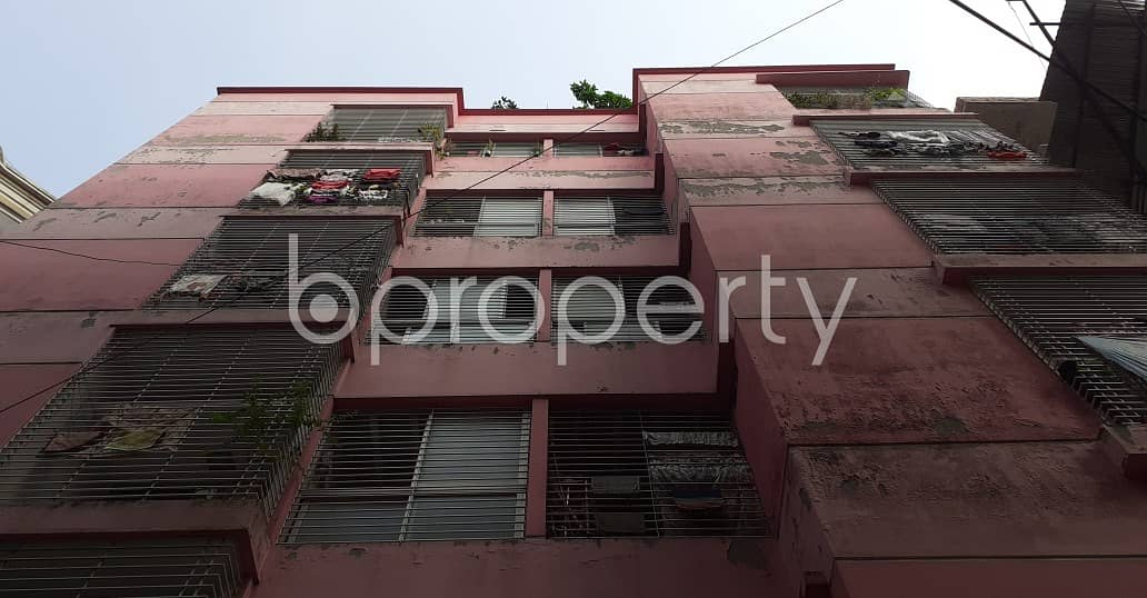 Grab This Flat Up For Rent In New Market Near Dhaka College