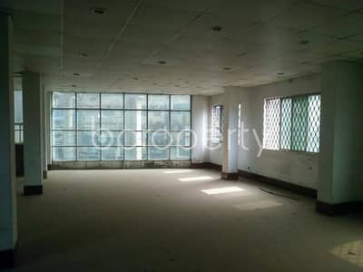 At CDA Avenue, a 750 SQ FT well fitted commercial open floor is on for sale near to Royal Hospital