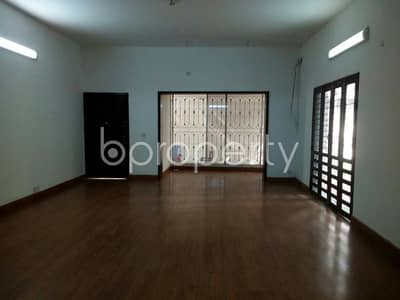A newly painted and fitted 6000 SQ FT Triplex is available for rent at Gulshan 2 on the way to Embassy of Russian Federation