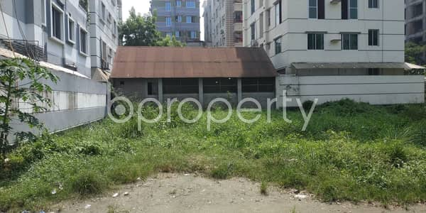A Residential Plot Is Ready For Sale At Bashundhara R-a , Near Basundhara Residential Area Puja Mondop.