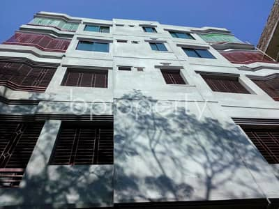We are offering you a very spacious 950 SQ FT flat for rent in Thakur Para near to Ibn Taimiya School and College