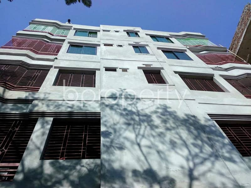 Grab a 800 SQ FT flat for rent at Thakur Para close to D. H. Hospital