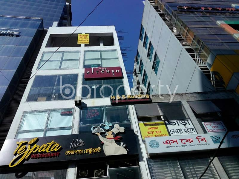Well developed commercial space is up for rent in Kathalbagan near Basnhundhara City North Bus Stop, of 800 SQ FT