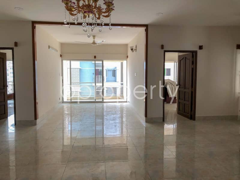 A Mesmerizing Apartment of 2500 SQ FT Is Up For Sale At Bashundhara R-A Near Independent University