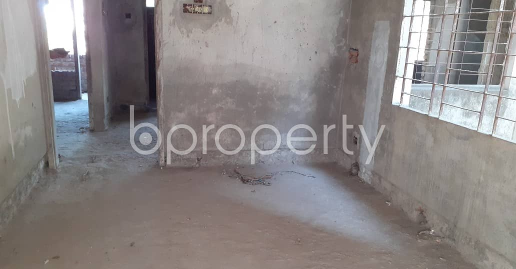 Ready flat 1800 SQ FT is now for sale in Jamal Khan nearby UCB Bank