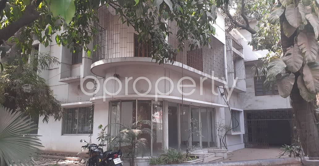 Grab This 2500 sq Ft Office Up For Rent In Dhanmondi Near Dr. Malika College