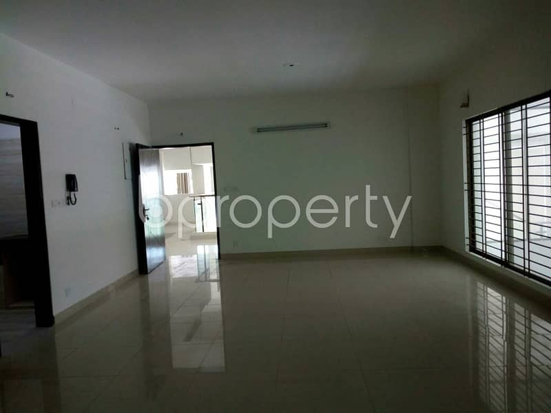 2000 SQ FT flat is now Vacant to rent in Khulshi