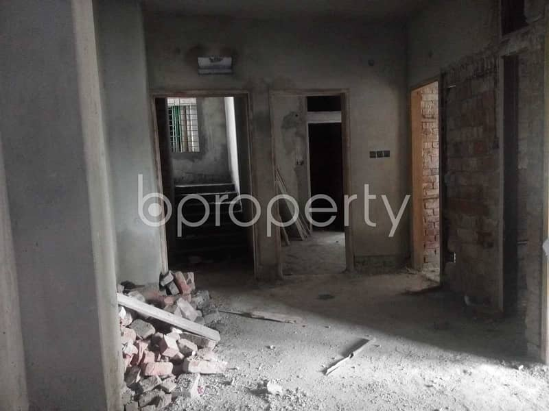 In North Shahjahanpur Close To Bagicha Mashjid A 900 Square Feet Flat For Sale.