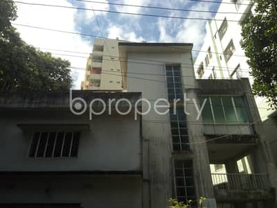 Comfy Flat Covering An Area Of 3000 Sq Ft Is Up For Rent In Mehidibag