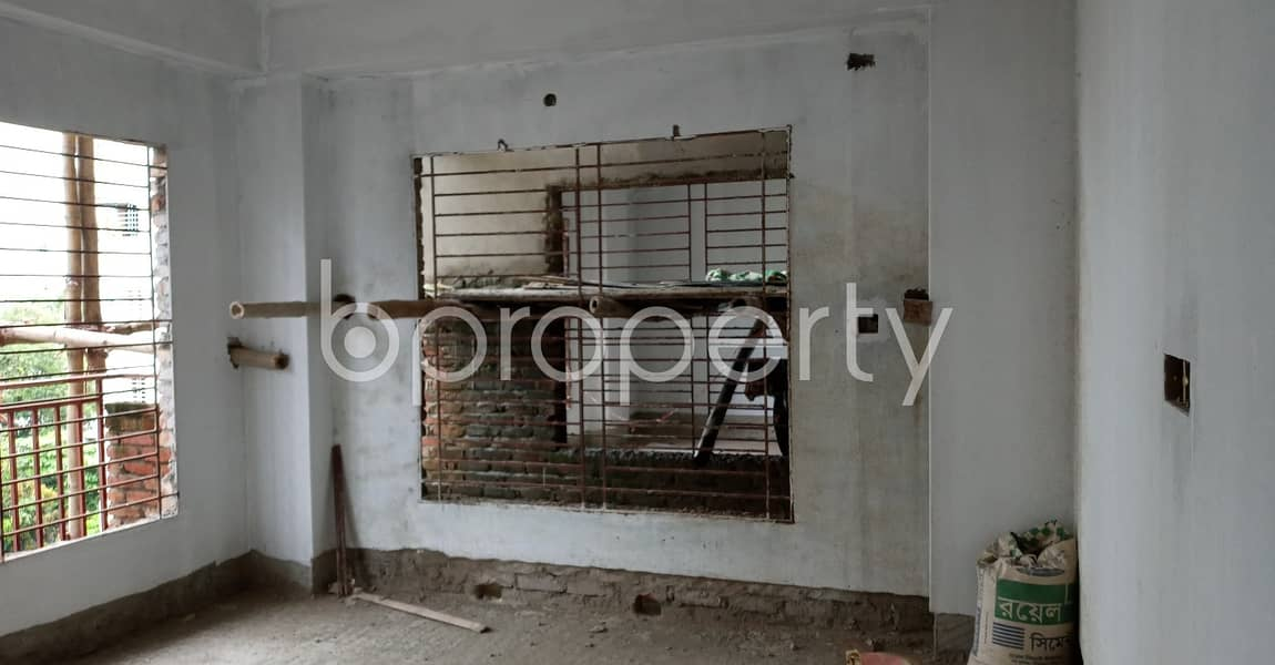 A well-constructed 1806 SQ FT flat is for sale in Muradpur