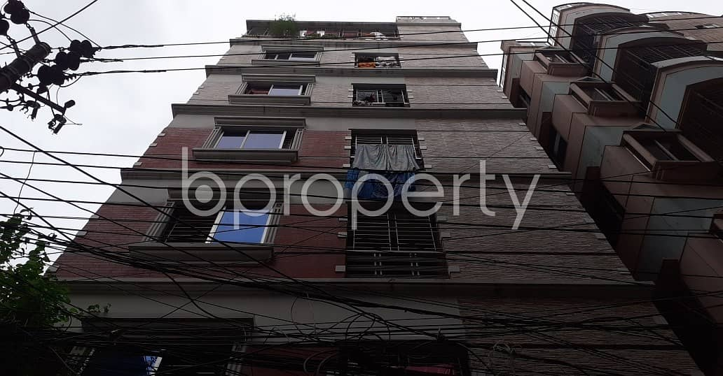 A well-constructed 900 SQ FT flat is ready to Rent in New Market, Elephant Road