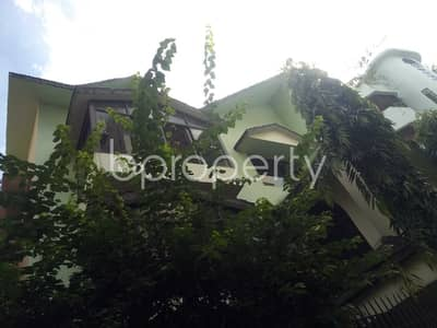 Comfortable And Nicely Planned 2100 Sq Ft Flat In Sugandha R/a For Rent