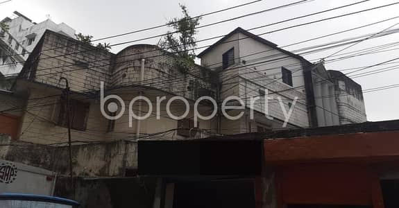Warehouse for Rent in New Market, Dhaka - See This Warehouse Space Covering 600 Sq. Ft. Located In New Market Near To Eastern Mollika.