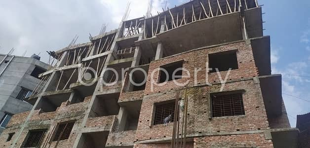This 980 Square Feet Flat Nearby Shadhinota Sharani Jame Masjid With A Convenient Price Is Up For Sale
