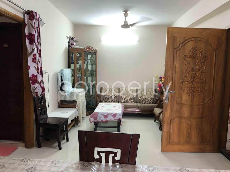 In Aftab Nagar, A 1350 Square Feet Ready Flat Is For Sale