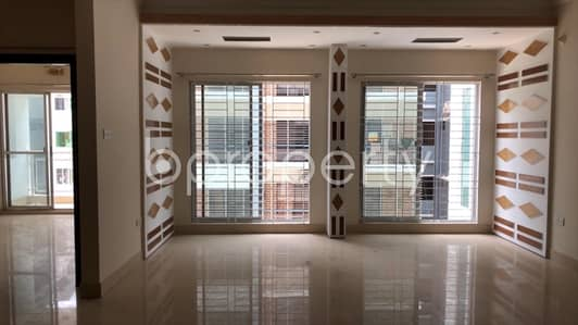 A Beautiful Apartment Is Up For Sale In Bashundhara R-a Near Viquarunnisa Noon School And College